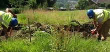 Wind-farm-workers-green-fingers-help-Rhondda-school-restore-its-gardens